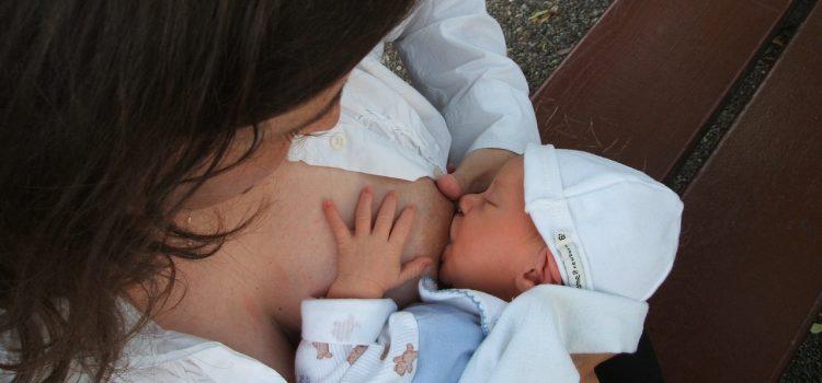Probleme cu alaptarea – bebe plange la san