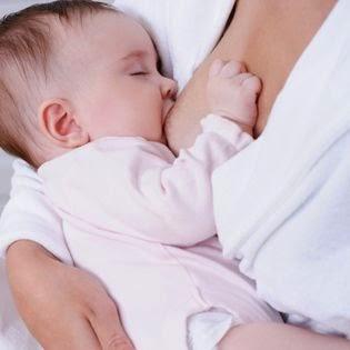 Q&A – Cat timp trebuie sa stea bebe la san in timpul alaptarii?