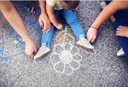 16 idei de activitati de facut acasa impreuna cu cei mici (1-2 ani)
