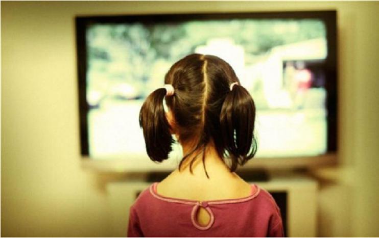 Cum este influentata dezvoltarea copiilor de timpul petrecut in fata televizorului sau tabletei?