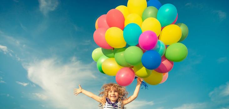 Un ghid de joaca plin de idei inspirate din copilaria noastra [descarca gratuit]