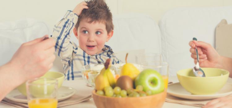 De ce este important sa ii invatam pe copii despre mancatul sanatos (+ o invitatie)