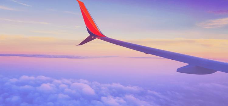 In avion cu un copil mic – tips & tricks