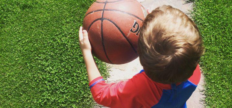 Cum ii imprietenim pe cei mici cu sporturile (o provocare de vara)